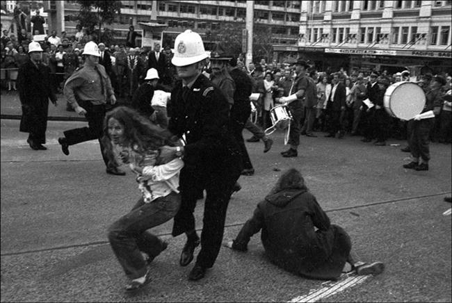 Police remove protesters - 161 Battery parade, 12 May 1971